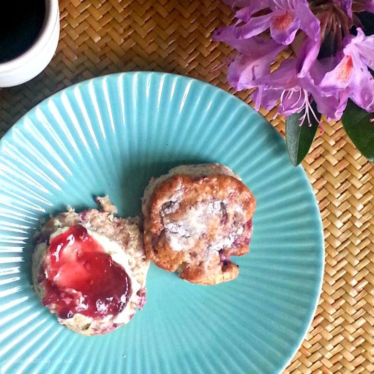 connoisseur-whitechocolate-raspberry-scone