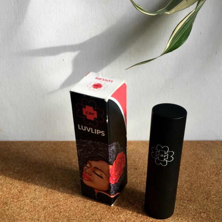 luvlips-box-and-tube