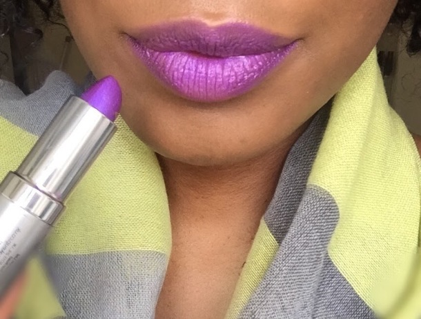 Momineral Exotic purple lipstick swatch